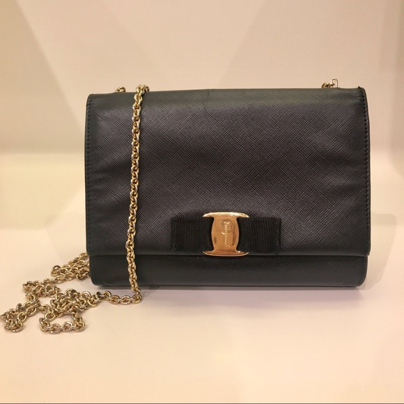 4dcf4e6f6787 FINAL PRICE✨Salvatore Ferragamo Vara mini bag. M 5af1f8f33800c52deb0f6d59